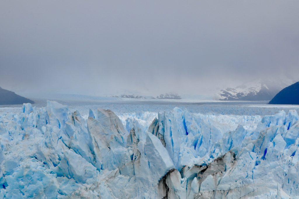 Nahaufnahme der Eisspitzen des Gletscher Perito Moreno in Argentinien.
