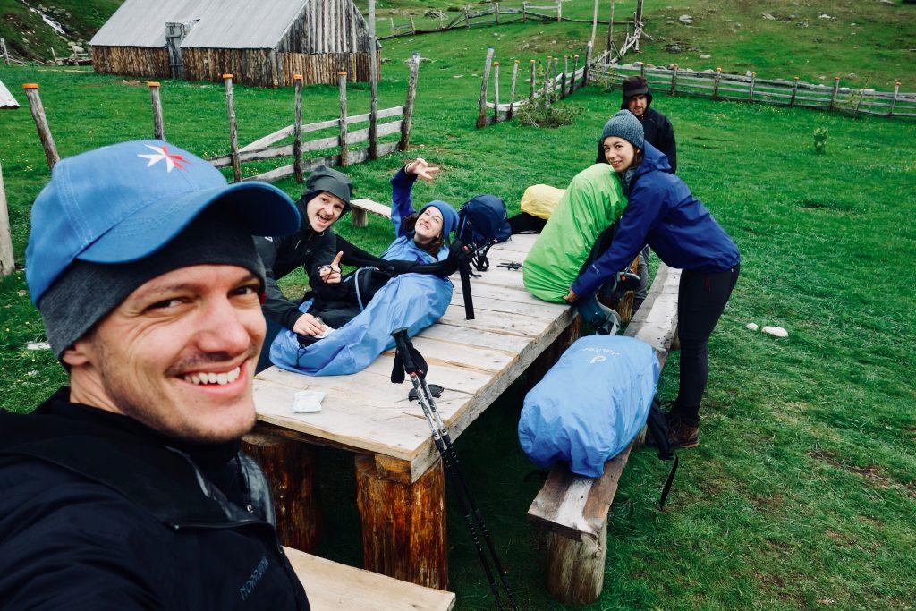 Gruppenfoto auf dem Peaks of the Balkans.