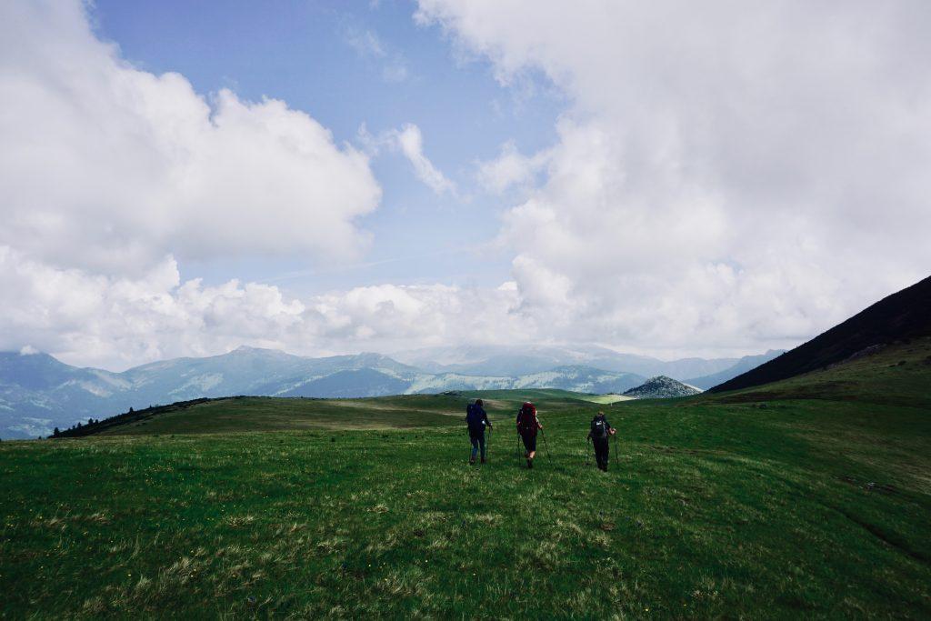 Drei Trekker auf dem Peaks of the Balkans.